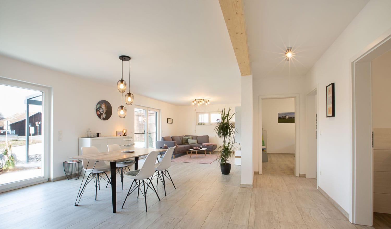 Wolfhaus Musterhaus Schnabelwaid Wohn- und Essbereich