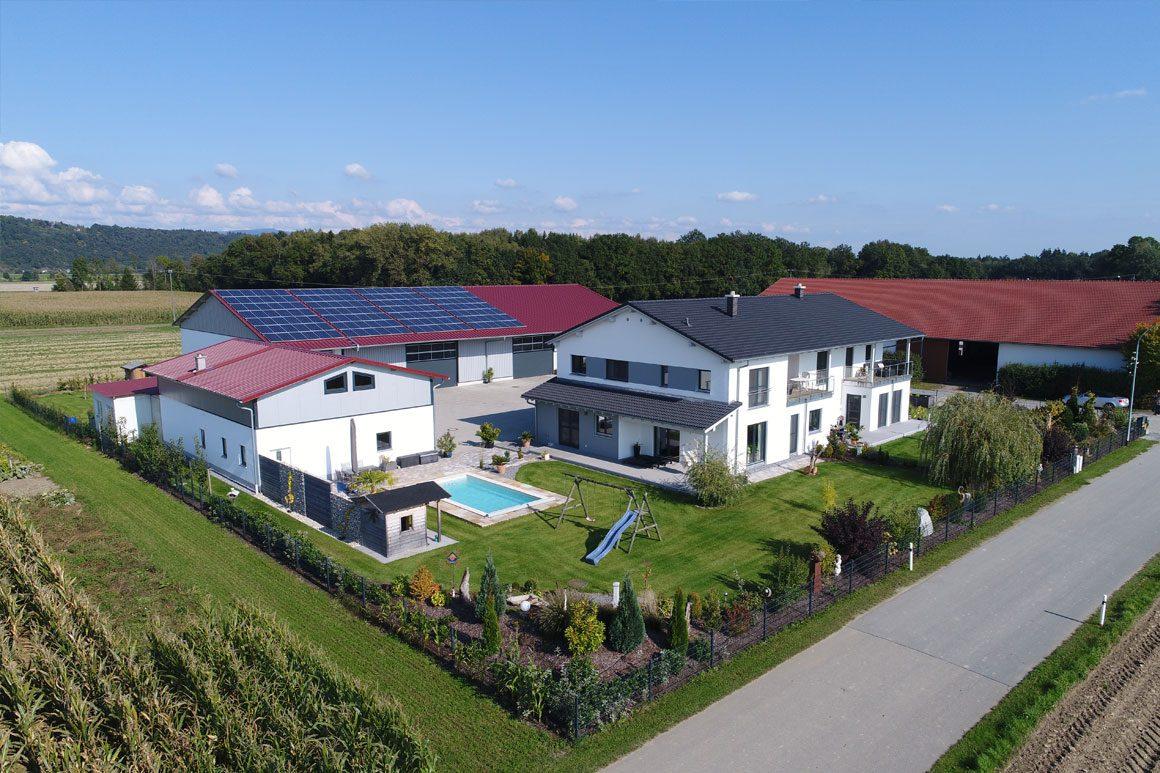 Wolf Haus – Zweifamilienhaus und landwirtschaftliche Halle